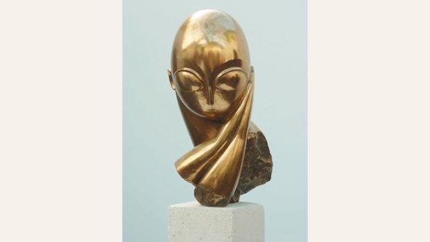 Nacido en 1876, sus trabajos son en madera, piedra y metal. Realizó 215 esculturas y varias se vendieron en sumas millonarias como una talla en madera en u$s 39 millones