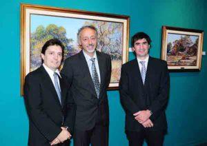 Mario Sanzano con los nuevos directores de Colección Alvear de Zurbarán, Gustavo Roldan y Santiago Pinasco.