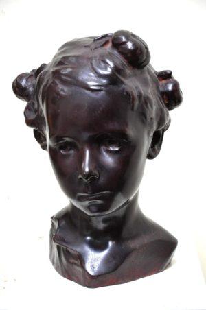 Niña María Elina . bronce . 30x16x17cm . 1899