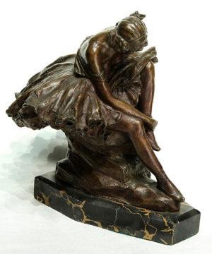 Bailarina . bronce . 26x23x23cm . 1900