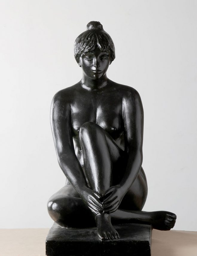 María Sentada . bronce . 62 x 51 x 36 cm . 1994
