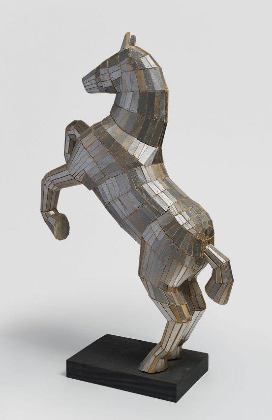 Llamarada II . madera pintada . 79 x 53 x 16 cm . 2018