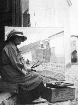 Léonie pintando en el norte argentino.