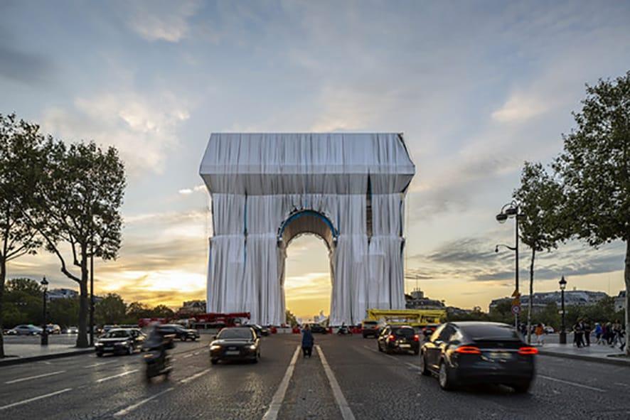 Hoy el Arco de Triunfo en París.